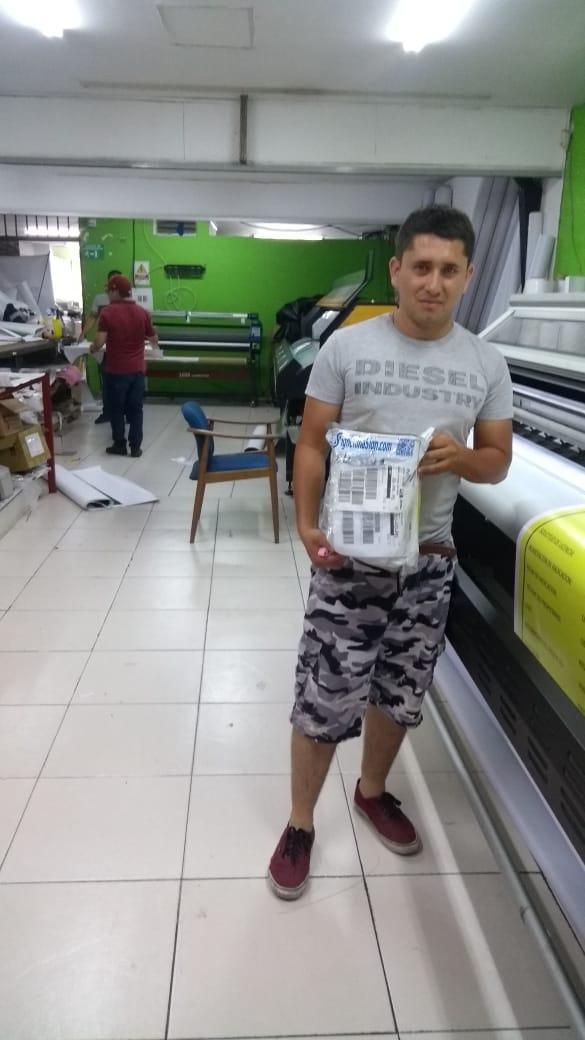 Colombia-Sr.Enrique Torres-Repuestos de plotters