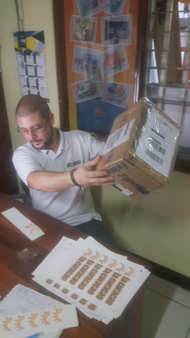 Costa Rica-SR.Pablo Fiako comprio Repuestos de Plotters