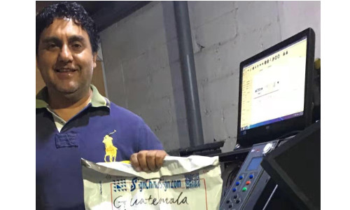 Guatemala-Sr.Manlio comprio Repuestos de Plotters