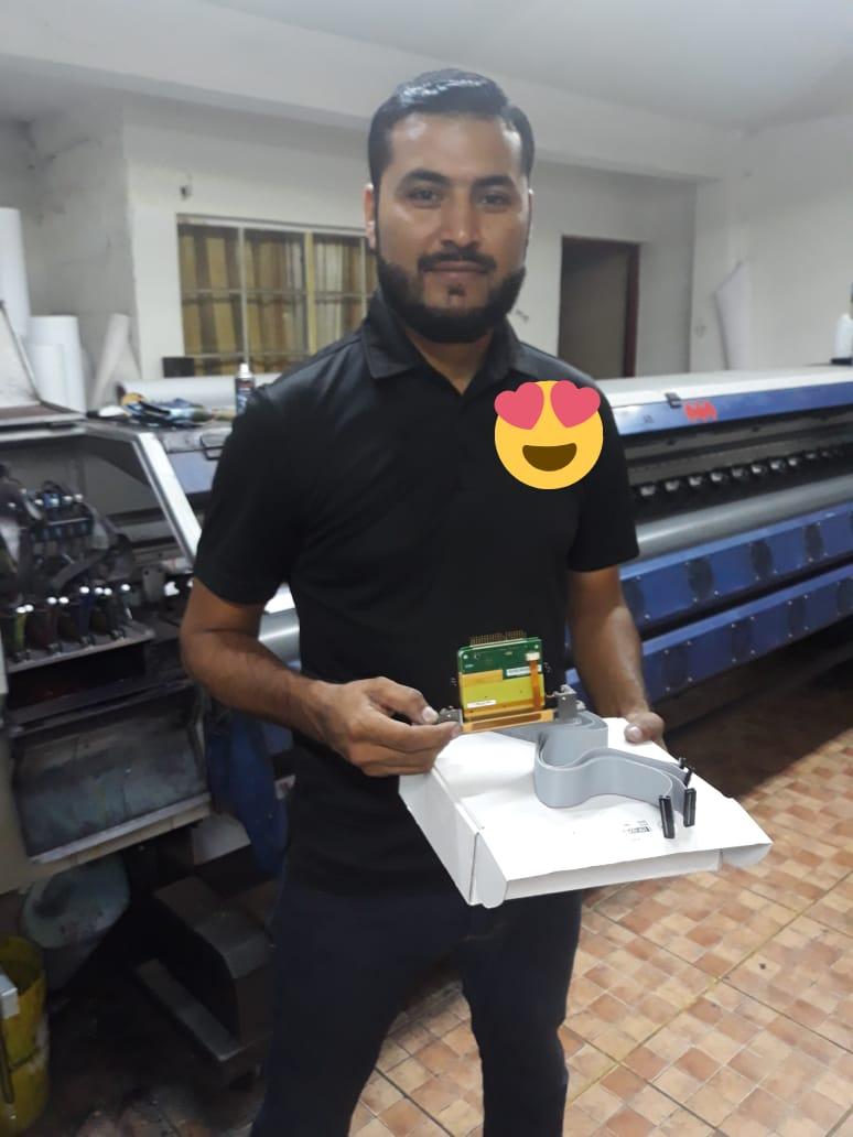 Mexico-Sr.Antonio Medina Hernandez comprio Repuestos de Plotters