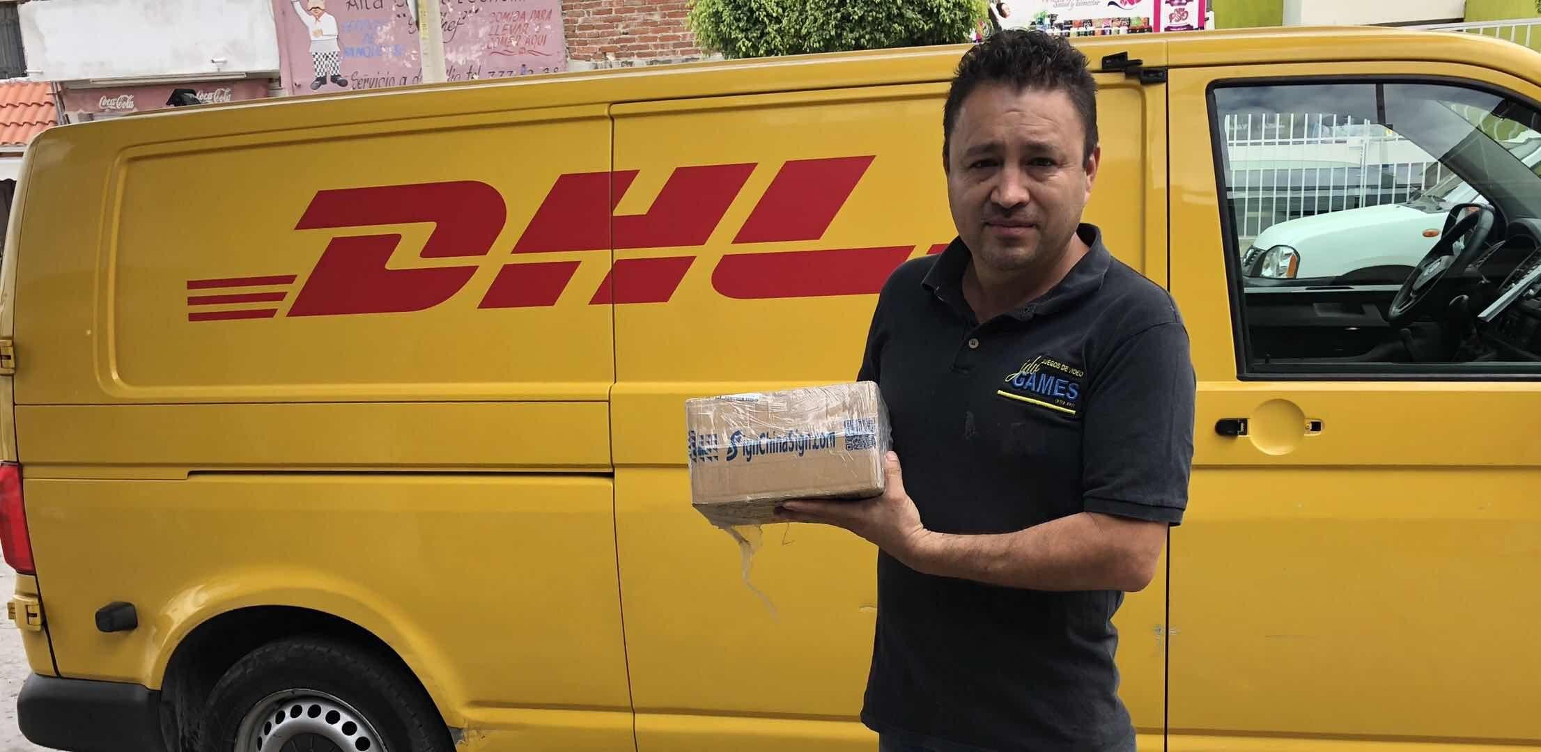 Mexico-Sr.Jorge David Vazquez comprio repuestos de plotters