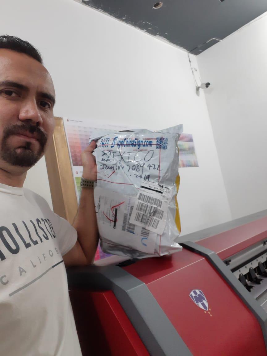 Mexico-SR.Julio Torres comprio Repuestos de Plotters