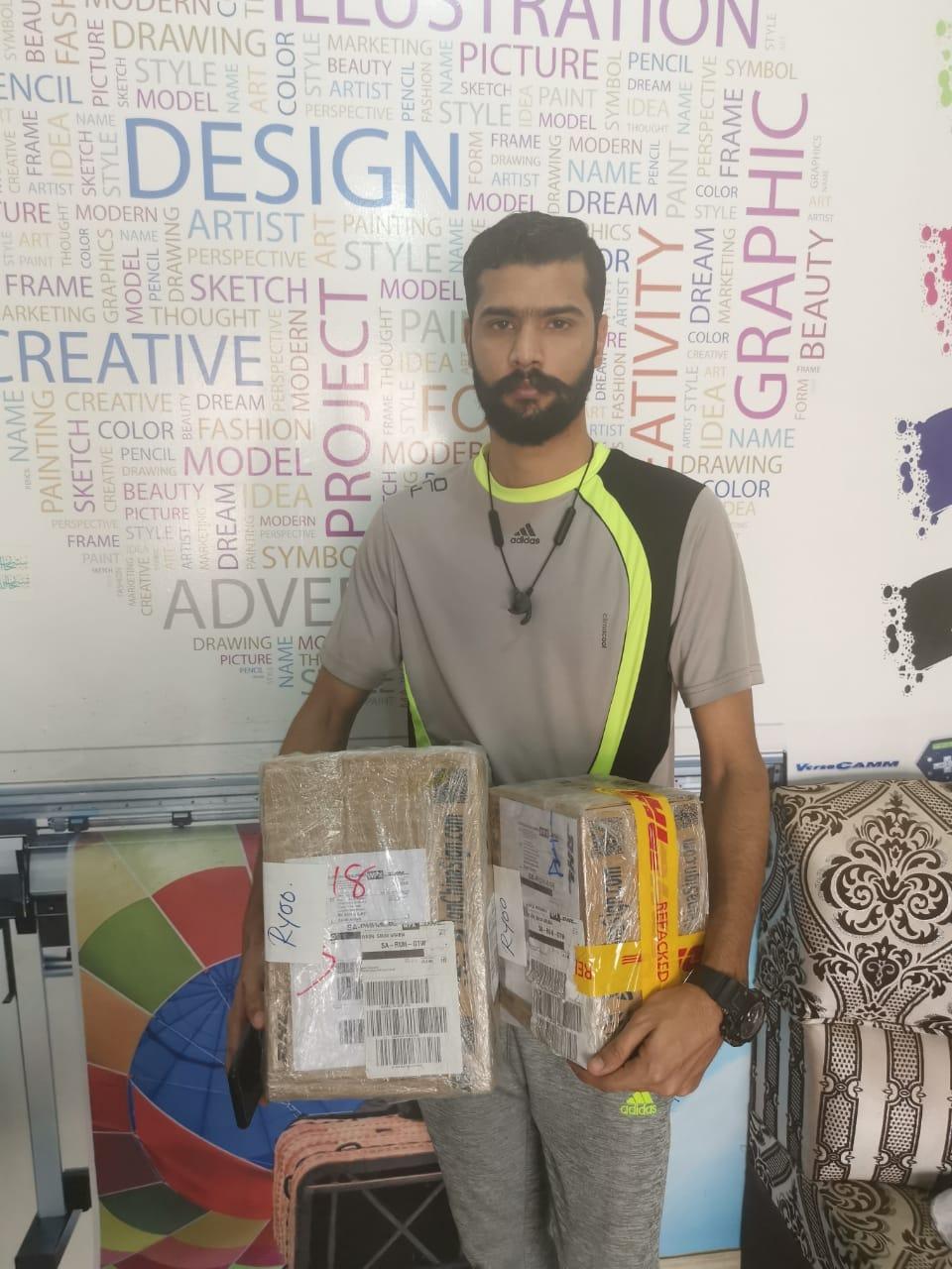 Arabia Saudita-Sr.Fezan UL Hassan comprio Repuestos de Plotters