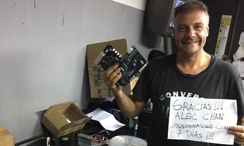 Cliente de Argentina SR.Claudio,Comprio Repuestos de Plotter China